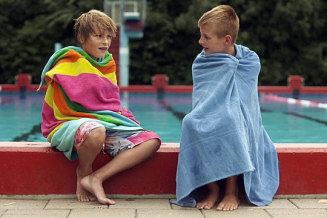 MijnDingIs_still_dennis_vriendje_zwembad_2